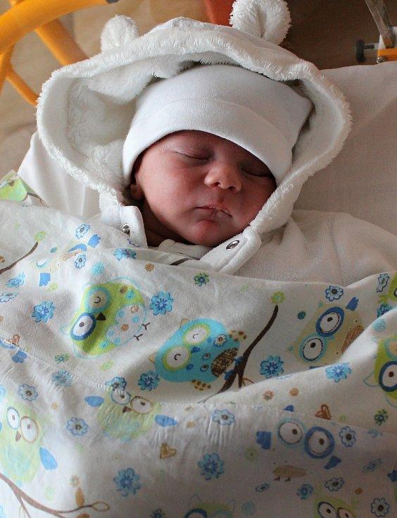 MATĚJ SPUSTA se rodičům Šárce a Jakubovi Spustovým z Kralup nad Vltavou, narodil v mělnické nemocnici 12. 5. 2018 , vážil 3,510 kg a měřil 51 cm.