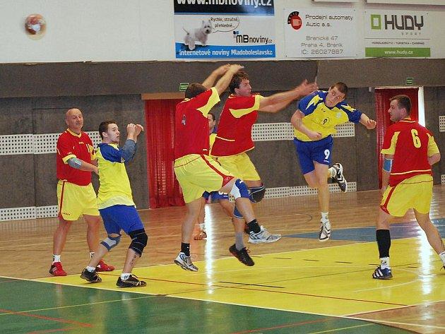 Házenkáři Mělníka oplatili Autoškodě podzimní porážku z boleslavské sportovní haly.