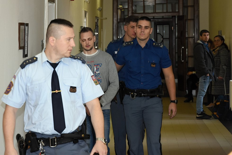 Odvolací senát Vrchního soudu v Praze pravomocně potvrdil devatenáctiletý trest za loupežnou vraždu pumpařky.
