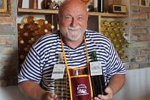 Přírodní česká vína ochutnají podle vinaře Romana Boušky návštěvníci Jevíněvského vinařství.