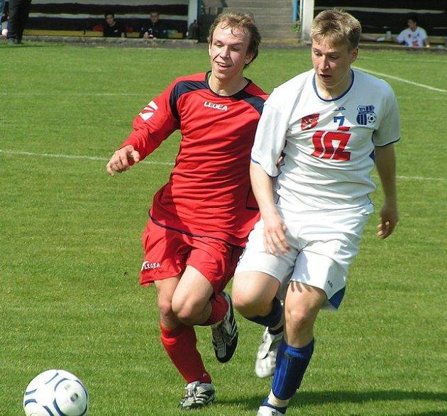 Z utkání 19. kola divize staršího dorostu Neratovice (v červeném) - Ústí n. L. (1:0).