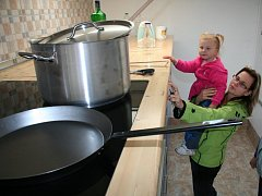 Velká kuchyně potěšila i děti, stejně jako doplňkový program.