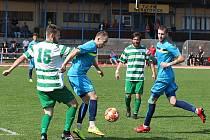 Fotbalisté FK Neratovice (v modrém) doma nestačili na rakovnický Tatran, toho času poslednímu týmu divize B podlehli ve 20. kole 2:4.