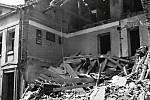 Zničený dům v Jiráskově ulici 1945.