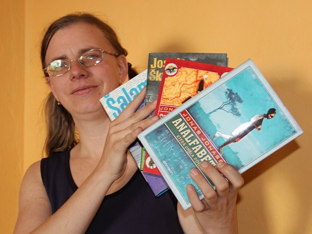 Mnozí čtenáři si domů podle Markéty Přerovské (na snímku) raději odnesou antikvární knížku, než tu novou.