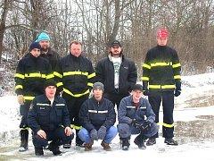Řepínští hasiči hasí požáry, likvidují následky živelných pohrom a v zimě také vytvářejí umělé kluziště