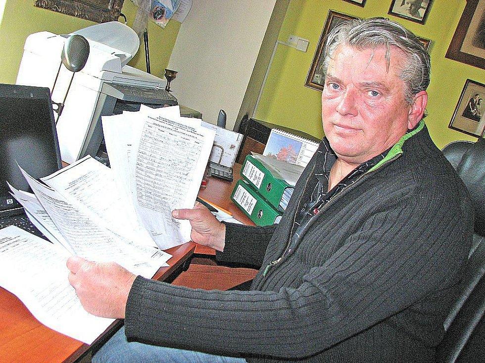 Petiční listiny se čtrnácti sty podpisy jsou kaninskému lékaři Ivanu Heidlerovi (na snímku) k ničemu, může je spálit v kamnech.