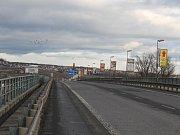 Výmol na mostě Jana Palacha ve Strakonicích.