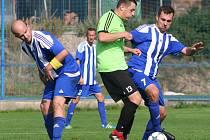 Fotbalisté Kel (v modrém) ve 4. kole okresního přeboru prohráli s Všestudy 1:3.