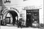 Hotel Stádník je hotel Zlatý Beránek, který nechali přestavět manželé Stádníkovi v roce 1904. Pohled z ulice 5. května, první třetina 20. století.