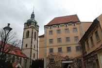 Město Mělník vyhlásilo výtvarnou soutěž o nejlepší zhotovení sochy sv. Ludmily. Ta by měla být umístěna v prostoru mezi Kostelem sv. Petra a Pavla a zámkem.