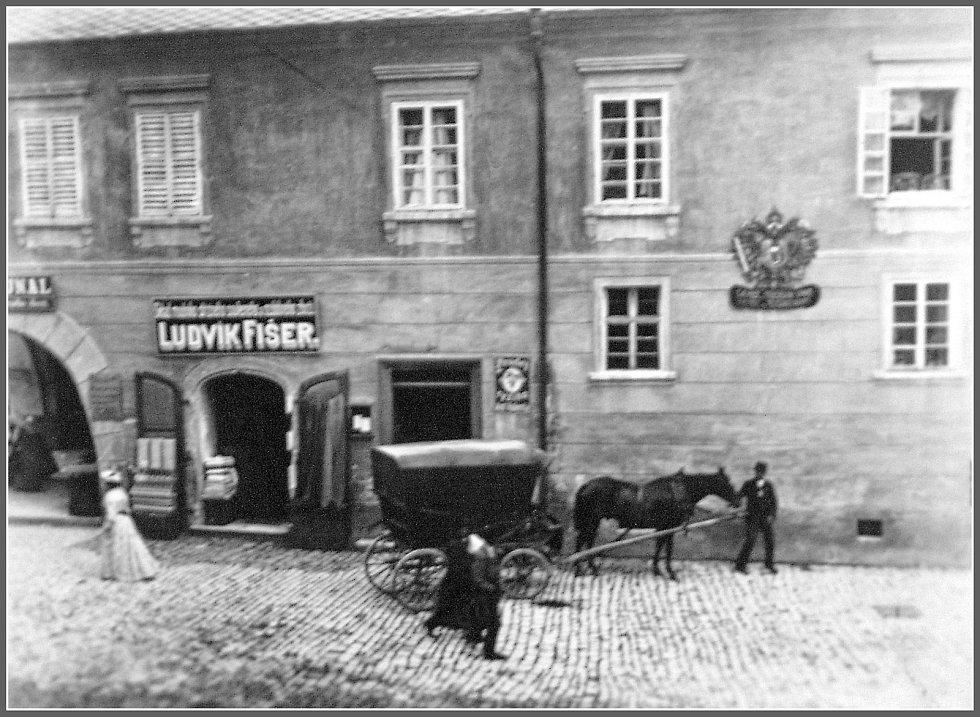 Pohled na dům U zlaté hvězdy z poslední třetiny 19. století.