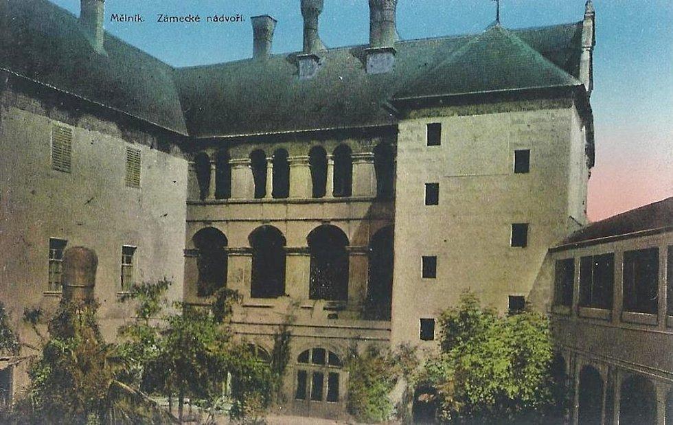 Takto vypadal mělnický zámek zhruba v roce 1915