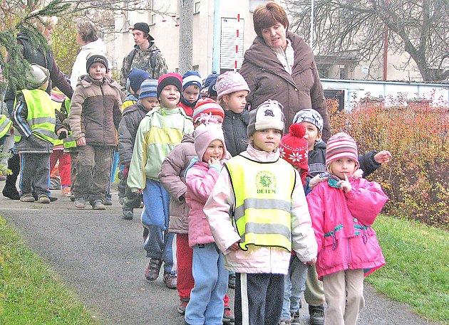 Když je stav ovzduší v pořádku můžou děti z Mateřské školy Motýlek vyrazit na pravidelnou procházku