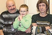Petr Šlosar (napravo) spolu s Josefem Mošnou a jeho synem Honzíkem.