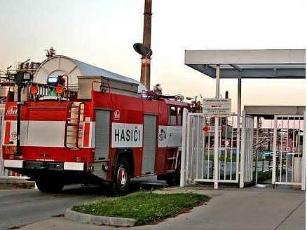 VRÁTNICE. Do areálu Kaučuku se fotografové v době požáru nedostali. Platí tam totiž přísná bezpečnostní opatření.