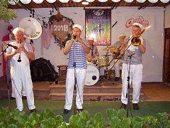 Sobotní večer roztančila Jazzovou zahradu v Libiši dixielandová kapela Brass Band Rakovník.