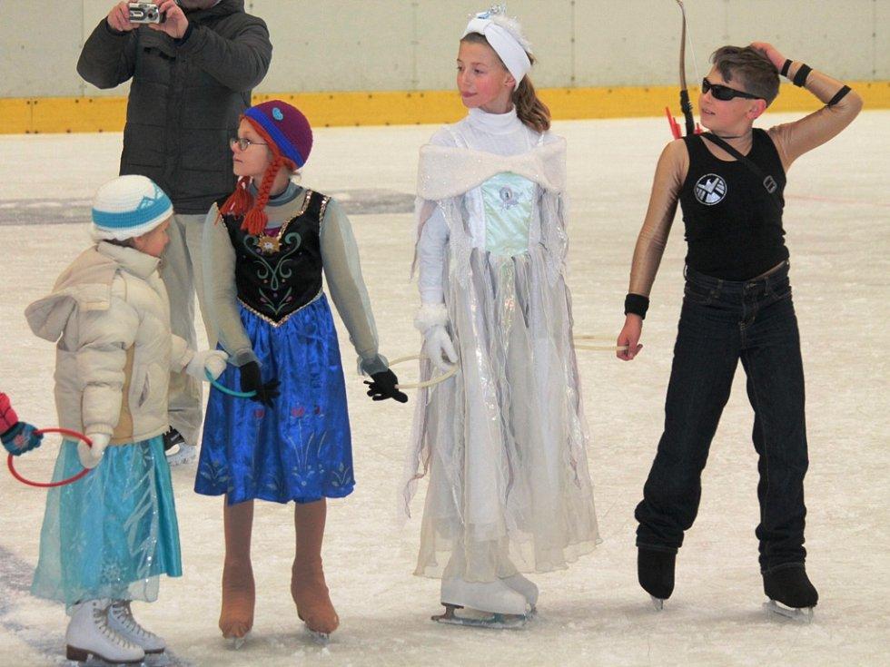 Silvestrovský karneval na ledě, DDM Mělník.