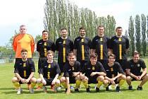 Tým FC Mělník, který v červnu 2021 odehrál první přátelské utkání po dlouhé koronavirové přestávce.
