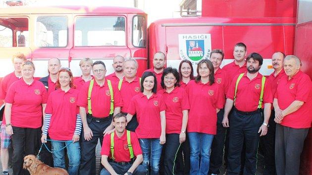 Sbor dobrovolných hasičů z Kostelce nad Labem.