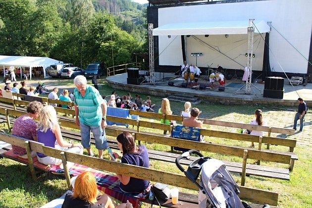 Třetí ročník festivalu worldmusic nazvaný Andělská Bystřička přilákal do letního kina na Bystřičce na 400diváků.