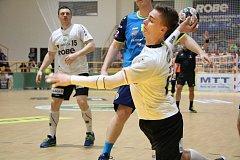 Extraligoví házenkáři Zubří (v bílém) v play-off proti Frýdky-Místku