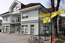 Valašská Bystřice, budova obecního úřadu ve Valašské Bystřici. Vedle úřadu zde sídlí také lékaři, lékárna či informační centrum obce