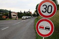 Silničáři budou opravovat cestu v Ratiboři o délce 3,7 km za částečné uzavírky po polovinách cesty. Střídavý provoz aut v jednom jízdním pruhu bude ve dvou úsecích o délce do pěti set metrů řízený světelnou signalizací.