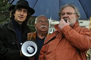 Zleva Jan Husák, Stanislav Pernický z rybářského svazu a toxikolog Ivan Holoubek.