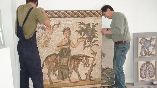 V zámku Kinských připravují výstavu obrazů.