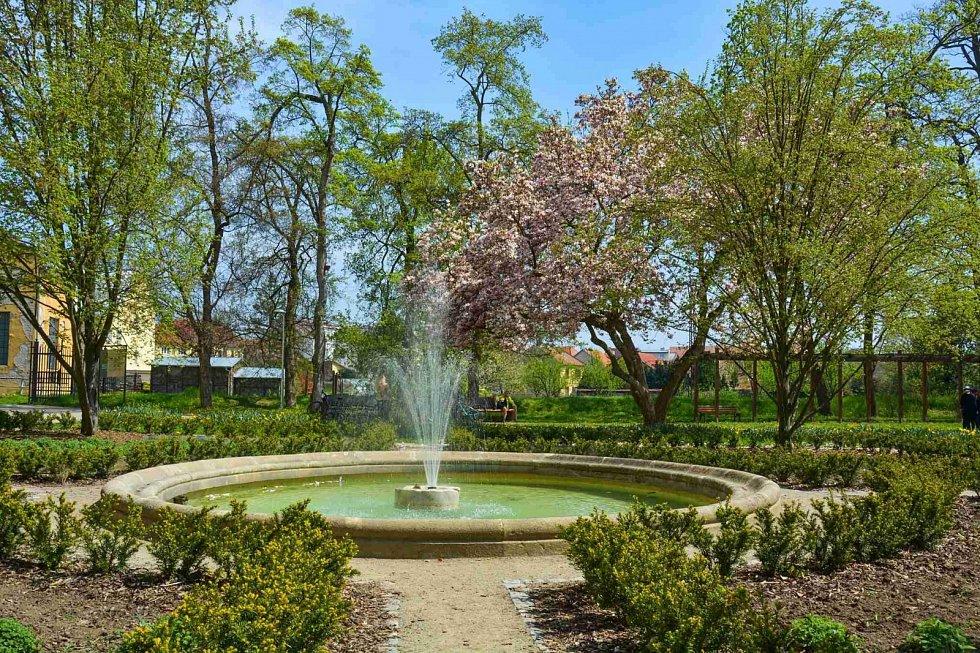 Lednický park a zámek se zahradou