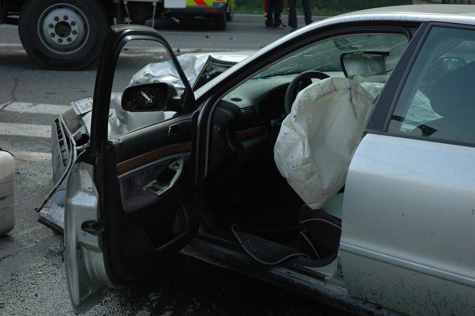 K tragické dopravní nehodě došlo v pátek (30. 10.) odpoledne ve Vsetíně na silničním obchvatu města.