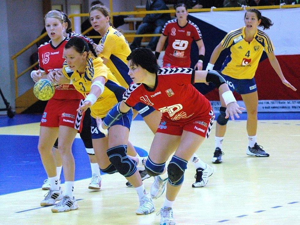 Házená Česko (v červeném) - Švédsko