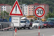 KOMPLIKACE. Finální pokládka asfaltu zkomplikuje dnes a zítra dopravu na silnici I/35  v Rožnově pod Radhoštěm.