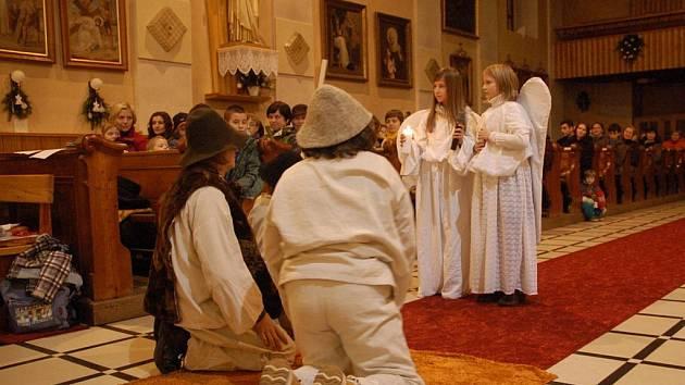 Vánoční Pastýřská hra přilákala do hrozenkovského kostela desítky lidí.