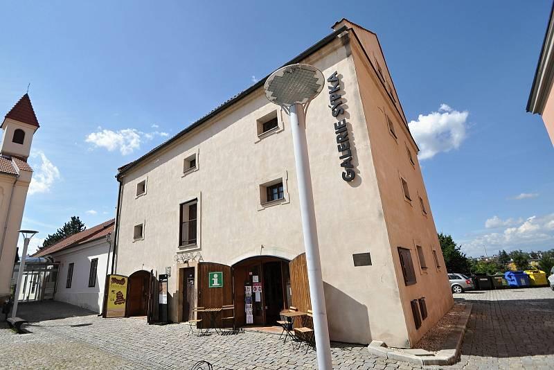Valašské Meziříčí - informační centrum a Galerie Sýpka