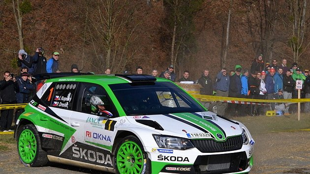 Úřadující domácí šampion Jan Kopecký ovládl stylem start - cíl úvodní podnik TrueCam MČR v Rally - 36.Janča Valašská Rally Valmez 2017. Druhého v cíli Václava Pecha porazil o více než minutu.