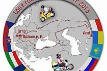 Kus cesty mají za sebou dva cestovatelé na malých skútrech z Rožnova pod Radhoštěm k Aralskému jezeru v Kazachstánu. Provázela je pohoda, pád, střelba, hostiny i zájem lidí.