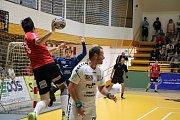 Házenkáři Zubří (v červeném) proti Lovosicím. Druhý zápas boje o bronz