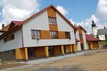 Novostavba kulturního domu v Lidečku má za sebou měsíc zkušebního provozu. Oficiální otevření je naplánováno na konec srpna 2010.