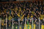 Šesté kolo kvalifikace o WSM ligu, zápas mezi týmy HC Vlci Jablonec nad Nisou a VHK ROBE Vsetín, se odehrálo 13. dubna na zimním stadionu v Jablonci nad Nisou. Na snímku fanoušci Vsetína.