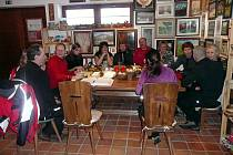 V informačním centru Zvonice na Soláni v sobotu pekli bramborové laty a slané rohlíčky pro návštěvníky. K tomu zazpívala písničkářka Beata Bocek.