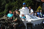 Kolona alegorických vozů projela Poličnou na úvod 46. ročníku tradičního Tarahunského poháru