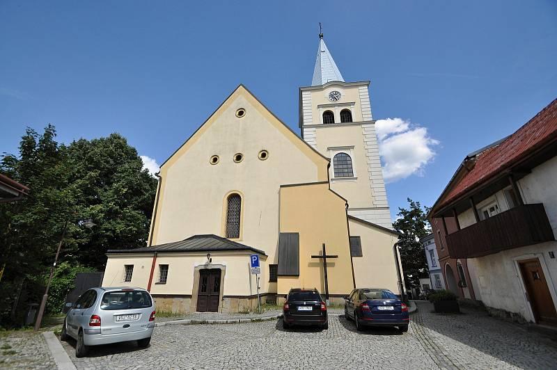 Valašské Meziříčí - farní kostel Nanebevzetí Panny Marie poblíž meziříčského náměstí a zámku Žerotínů