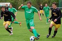 Fotbal Velké Karlovice+Karolinka (s míčem Vladimír Orság)  - Slušovice 2:3. Ilustrační foto