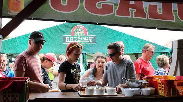 Patnáctý ročník meziříčského Gulášfestu (13.-15. července 2017) přilákal tisíce návštěvníků.  Lidé mohli vybírat ze třiceti druhů guláše, kuchaři zpracovali téměř dvě tuny masa.