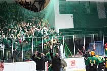 Fanoušci Hodonína a Vsetína po utkání čtvrtfinále play off v Hodoníně.