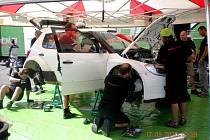 Tovární tým Škoda motorsport testuje na Valašsku své Fabie RS2000 před blížící se Barum rally. Úterý 17. srpna dopoledne patřilo Finovi Juho Hänninenovi.
