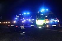 U Lužné na Hornolidečsku skončil na Silvestra osobní vůz na střeše mimo silnici. Nikdo ze tříčlenné posádky se nezranil.
