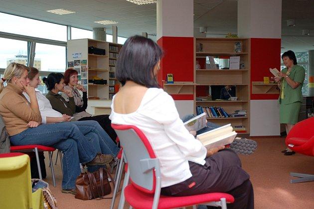 Dvanáctý ročník Týdne knihoven začal v pondělí v Masarykově veřejné knihovně ve Vsetíně Velkým říjnovým společným čtením